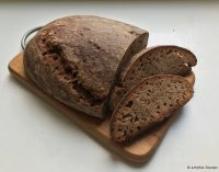 Namuose kepta ruginė duona be mielių – labai skanu. Receptas