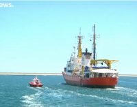 NVO ne tik gelbėja žmones jūroje, bet ir tiekia imigrantus Centrinei Europai