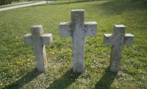 Prie sukilėlių kapo