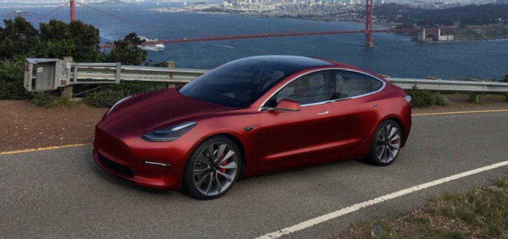 """Elektrinis """"Tesla Model 3"""" –  greičiausias savo klasės automobilis"""