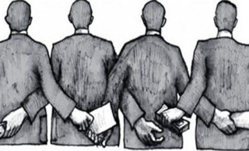 Trys prokurorai įtariant korupcija atleisti iš pareigų
