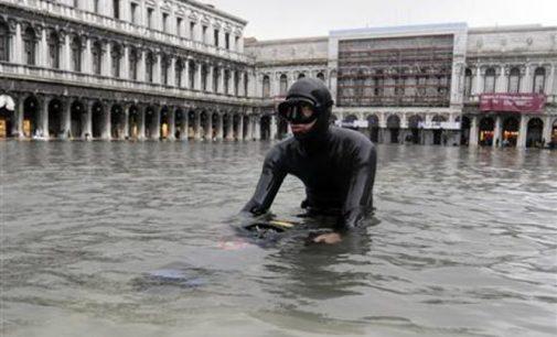 Dėl potvynio 75 procentai Venecijos dingo po vandeniu