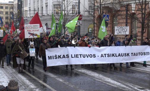 """Vilniuje įvyko eisena """"UŽ Mišką"""" – """"Miškas Lietuvos – atsiklausk Tautos"""" ir po jos mitingas"""