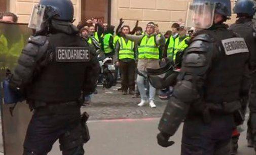 """Ne su """"geltonosiomis liemenėmis"""", bet palaikome: Prancūzijos policija paskelbė streiką"""
