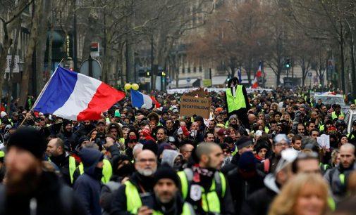 Geltonosios liemenės sugrįžta į Prancūzijos gatves