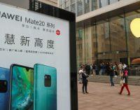 Huawei nubaudė du darbuotojus išsiuntusius naujametinį sveikinimą iš iPhone telefono