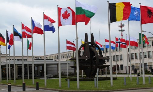 JAV kongresas uždraudė Donaldui Trampui pasitraukti iš NATO