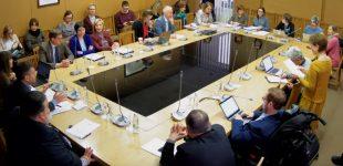 Žmogaus teisių komitetas ramina – niekas neturi tikslo atimti vaikus