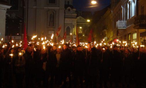 Vasario 16 eitynės su deglais Vilniuje – tokių Lietuvoje dar nebuvo