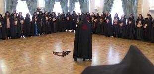 Rusijos raganos atlieka užkeikimų ritualą palaikant Putiną (video)