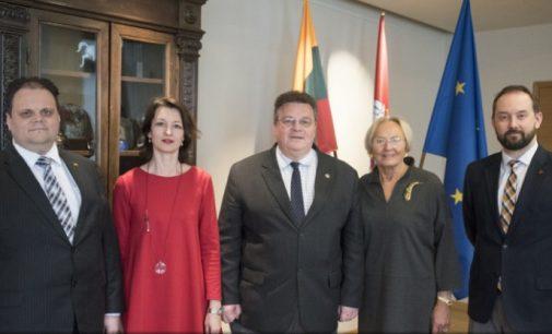 Ministras L. Linkevičius aptarė referendumo dėl dvigubos pilietybės rengimą su PLB atstovais