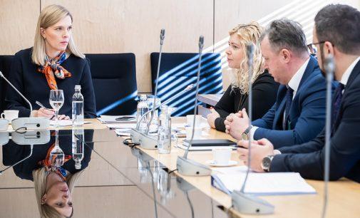 Skųsti nesaugu – mažiau nei pusė pranešusių apie korupciją gavo pranešėjų statusą