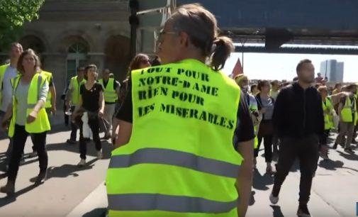 """""""Norime gyventi, o ne išgyventi"""", skelbia """"Geltonosios liemenės"""" Prancūzijoje priešvelykinį šeštadienį"""