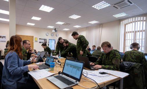 """Lietuva dalyvauja tarptautinėse kibernetinės gynybos pratybose """"Locked Shields"""""""