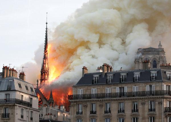 Deganti Pary=iaus Dievo Motinos katedra | REUTERS