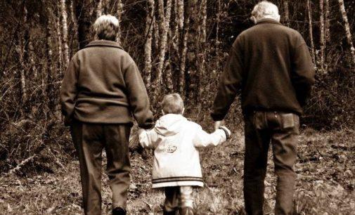 Pirmą kartą pasaulyje atėjo laikas, kai senelių atsirado daugiau, nei anūkų