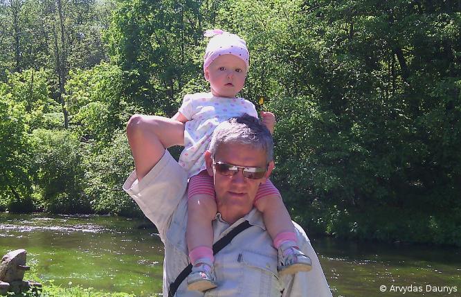 Tėvas su dukrele