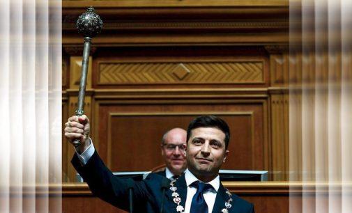 Volodimiro Zelenskio inauguracija: atėjo pėsčiomis, prisiekė Biblija, paleido Aukščiausiąją Radą