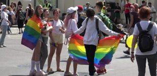 JAV diplomatinėms atstovybėms užsienyje neleista iškelti LGBT vėliavų šalia oficialios JAV vėliavos