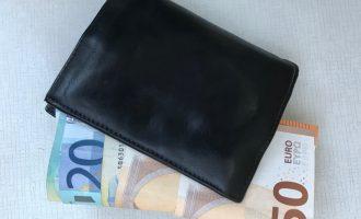 Žmonės dažniau grąžina pamestas pinigines, jei jose daug pinigų