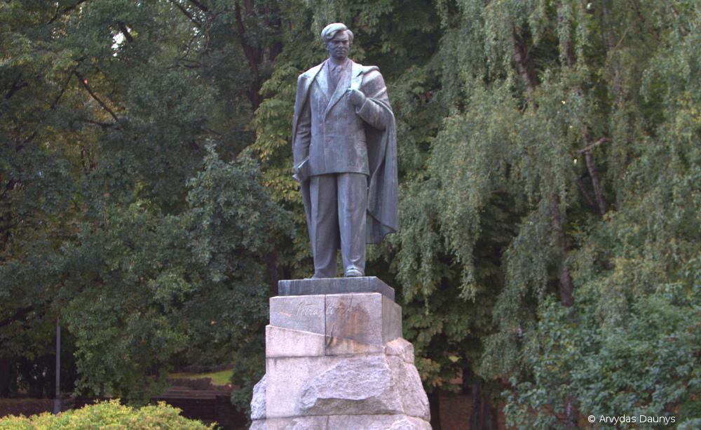 Petro Cvirkos paminklas Vilniuje