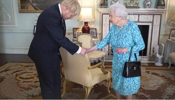 Borisas Džonsonas ir karalien4 Elžbieta