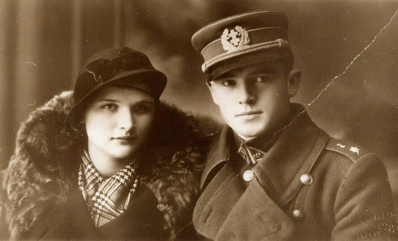 Kapitonas Jonas Noreika-Generolas Vėtra su būsima žmona Antanina Karpavičiūte.