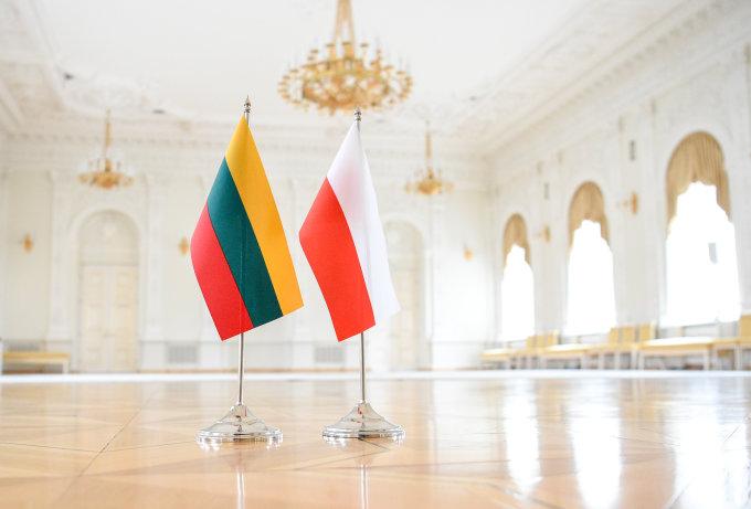 Lietyuvos ir Lenkijos vėliavos