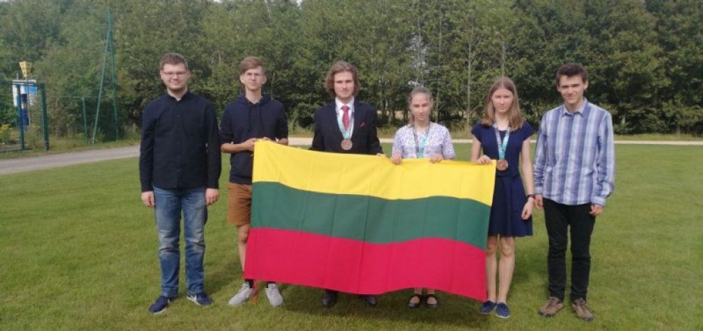 Tarptautinėse olimpiadose Lietuvos mokiniai iškovojo du sidabro, keturis bronzos medalius ir pagyrimo raštus