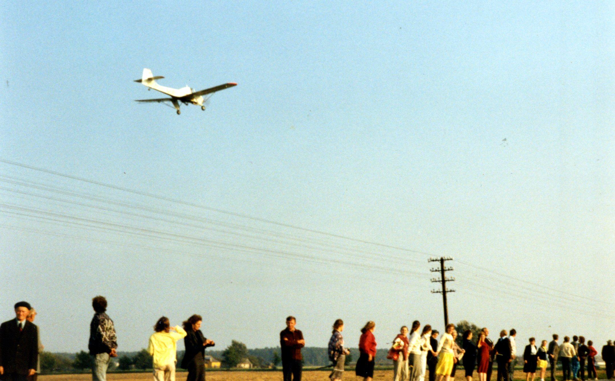 1989 Baltijos kelias, Plungiškiai, AN-2