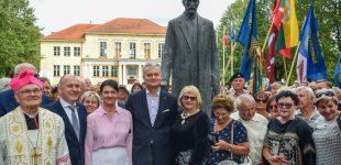 Prezidentas atidengė Prezidento A. Smetonos paminklą
