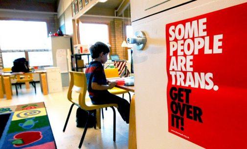 """Mokinių tėvai Britanijoje  vienija jėgas kovai su """"trans propaganda"""""""