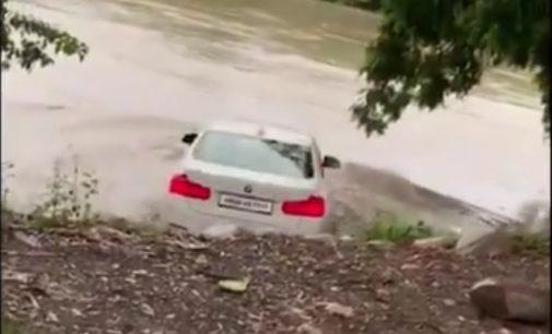 Jubiliatas nuskandino upėje tėvo dovanotą BMW, nes norėjo Jaguaro [video]