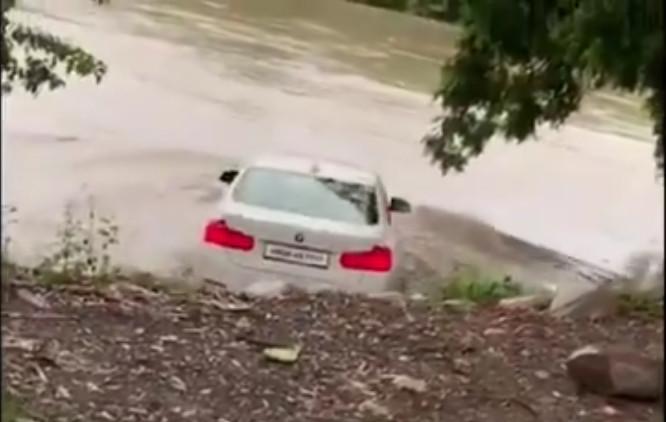 Skęsta BMW automobilis