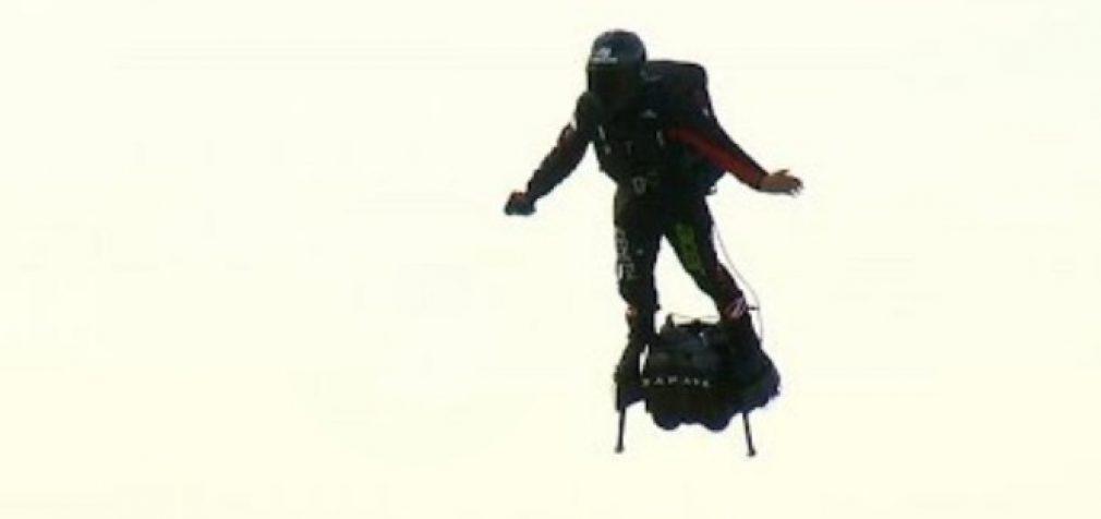 Prancūzų išradėjas įveikė Lamanšo sąsiaurį ant skraidančios lentos [video]