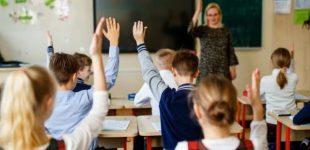 Katastrofiškai trūkstant mokytojų, studentai į prioritetines specialybes bus viliojami didelėmis stipendijomis