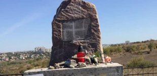 Ukrainoje buvo išniekintas paminklas nužudytiems žydams, o V. Zelenskiui pagrasinta Holokaustu