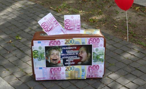 """Sąjunga """"Vardan šeimos"""" surengė piketus prisidėdama prie Tarptautinio protesto """"Stop Barnevernet ideologijai"""""""
