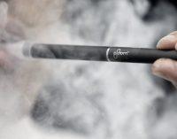 JAV toliau auga sunkių plaučių ligų ir mirčių skaičius, kurio priežastis – elektroninės cigaretės