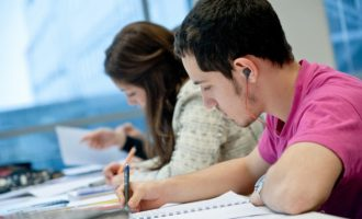 Į aukštąsias mokyklas priimtas rekordinis skaičius būsimų studentų
