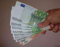 Įskundusiai pajamas slėpusį asmenį kaunietei FNTT skyrė 1500 eurų premiją