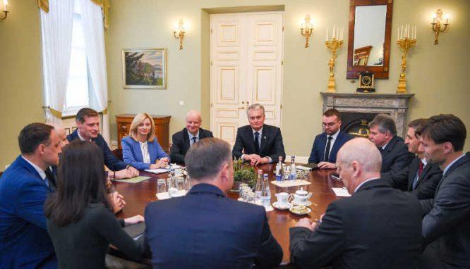 Pasitarimas prezidentūroje dėl gaisro Alytuje