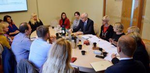 Švietimo ministerija tęsia derybas su mokytojų profesinėmis sąjungomis
