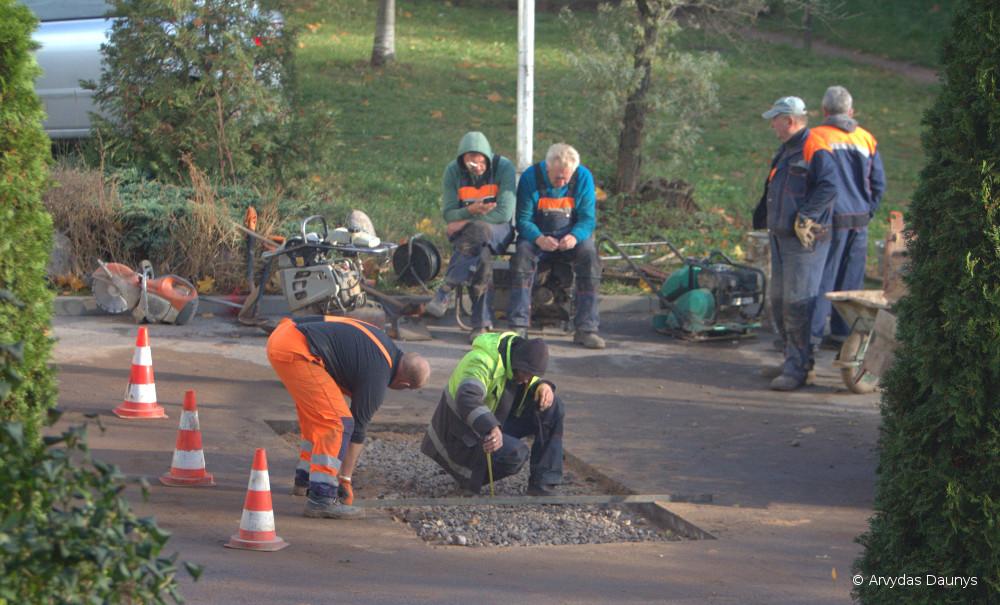 Statybininkai dirba