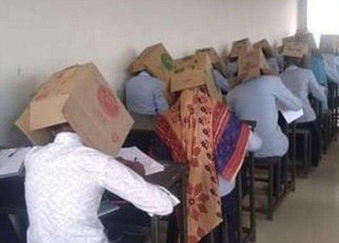 Su Dėžėmis ant galvų egzamino metu