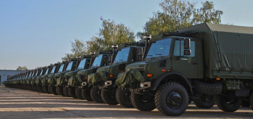 """Lietuvos kariuomenė įsigijo eilinę 110 sunkvežimių """"Unimog U5000"""" partiją iš """"Daimler AG"""""""