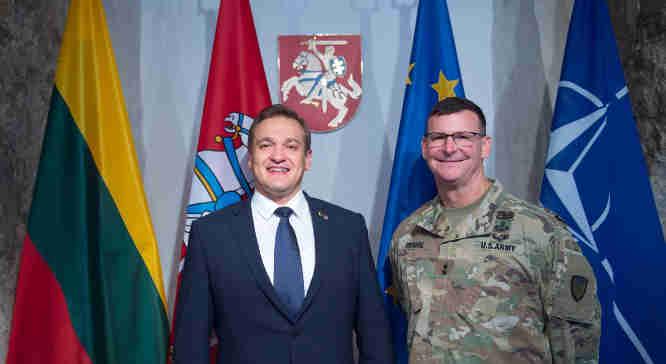 E. Misiūnas ir JAV generolas