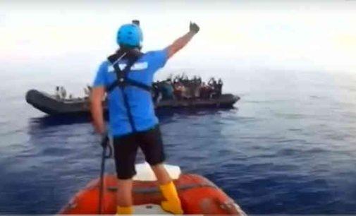 Išgelbėtų Viduržemio jūroje migrantų kol kas neįsileidžia nė vienas ES uostas