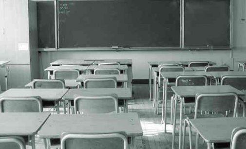 Karantino gniaužtų atlaisvinimą pirmieji pajus į mokyklas grįžtantys pradinukai ir abiturientai