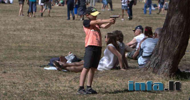 Vaikas su ginklu